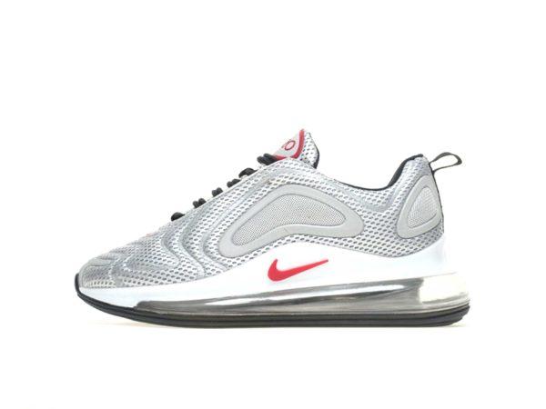 Серебряные кроссовки Nike